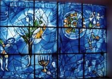 Judaismi sümbolitega vitraaž