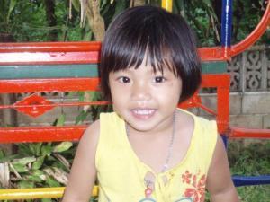 Väike Aasia päritoluga tüdruk