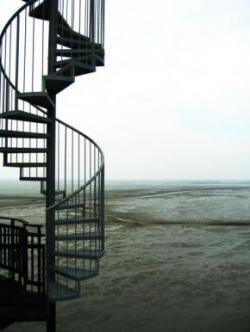 vaatetorni keerdtrepp ja vaatega avatud horisondile