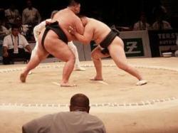 Kahe sumomaadlejate võitlus