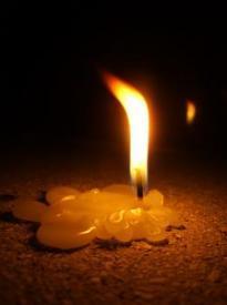 Peaaegu lõpuni maha põlenud põlev küünal